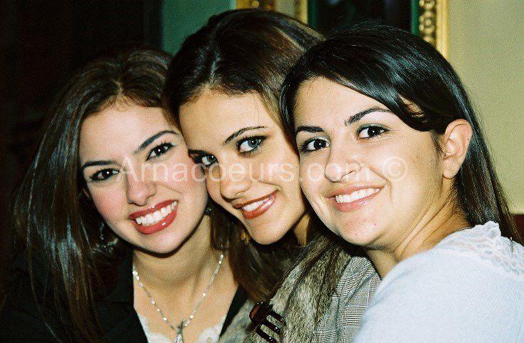 Photos volées à des fins d'arnaques aux sentiments : http://www.shweir.com/miss_emigrants_reunion_in_ca.htm