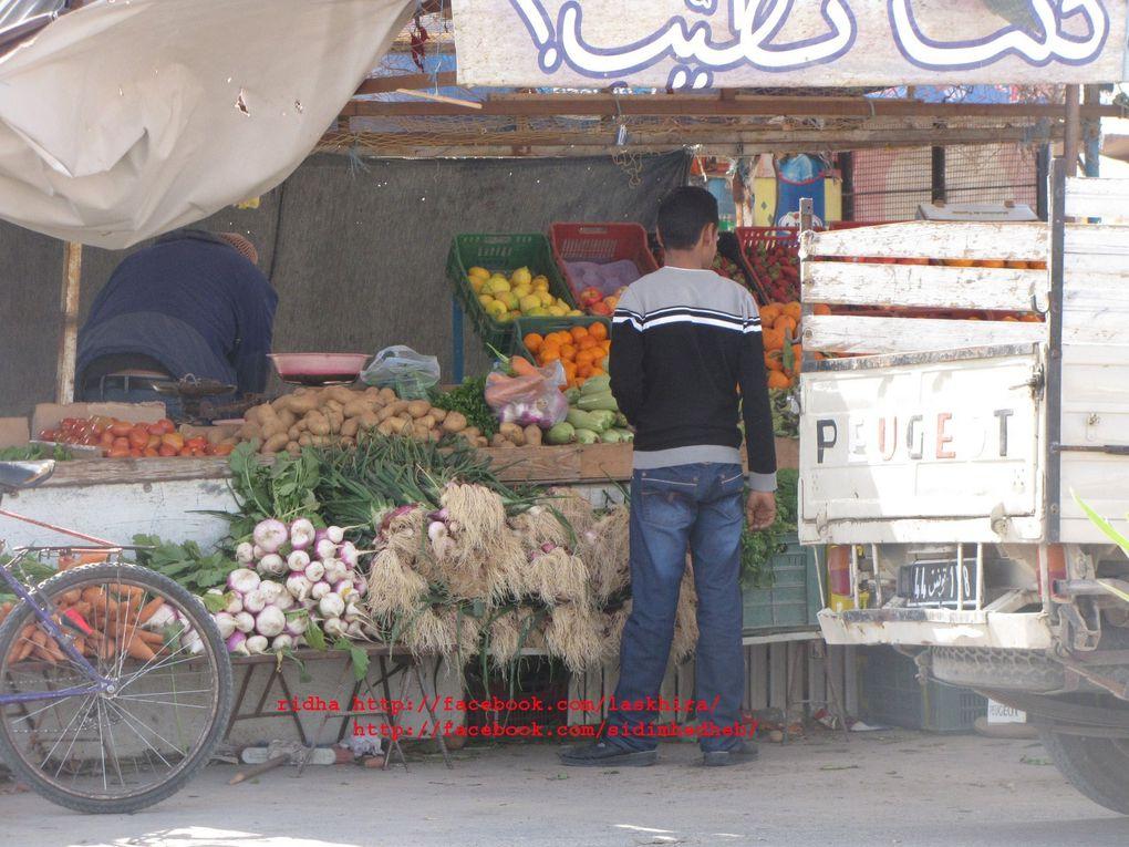 الصخيرة داخل السوق و الطريق الرئيسي, و عبر الانهج....الحياة اليومية-Skhira de l'intérieur, l'avenue la place et le marchéhttp://www.skhira.net
