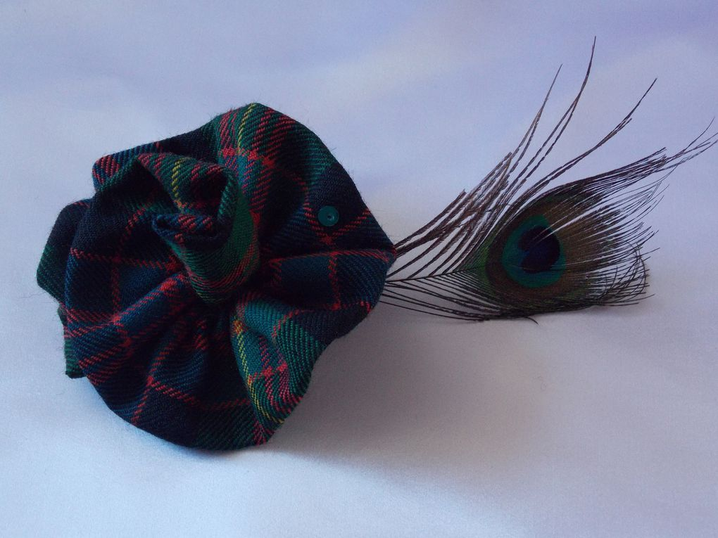 "Bagues ""Rose"" en Tartan rebrodée d'un sequin et perles en cristal de Boheme.