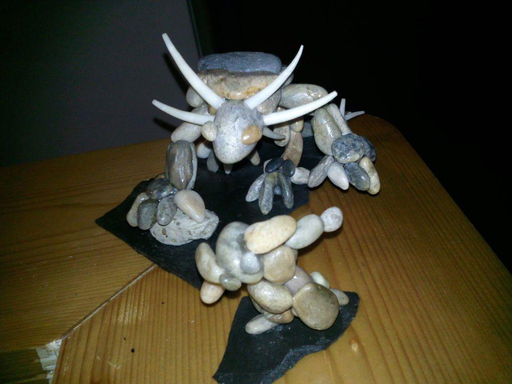 créature fantastique réalisées à base de galets, pierres, os, coquillages...