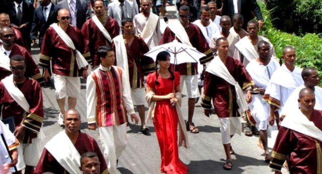 11 décembre 2010. Le couple présidentiel Mialy et Andry Rajoelina reconstitue les origines de la Capitale de Madagascar : Antananarivo ou la Ville des Mille (guerriers), en 1610. Photos : Mikakely - Serge R.