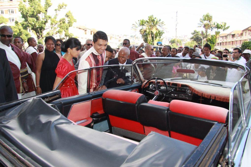 11 décembre 2010. Inauguration, à la gare de Soarano, de l'exposition d'automobiles de 1950-1960 dont celles du Président Tsiranana. Photos : Serge R.