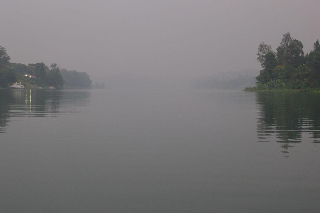 Le lac Kivu s'exprime, les pêcheurs l'écoute, le vive au quotidien.Rencontres portées au fil des eaux.