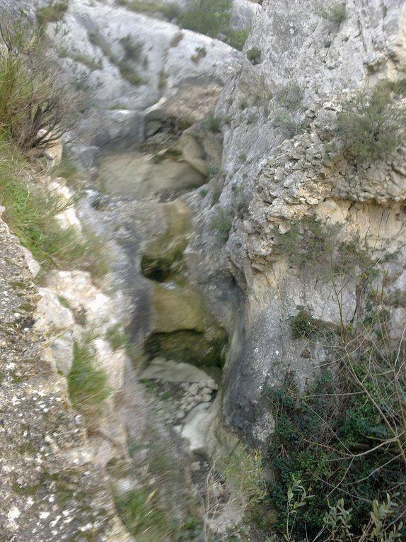 Sentier pédestre la Goutine, à Gruissan. Balade de 6,6km, environ 2h de marche avec enfants ... Très beau panorama.