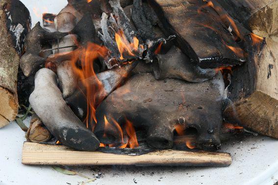 """Exposition photos de Thierry Guillot à La Ferme de Corcelle à l'occasion de """"Matières à rencontre, feu d'Afrique et couleurs d'atelier"""" juin 2011."""