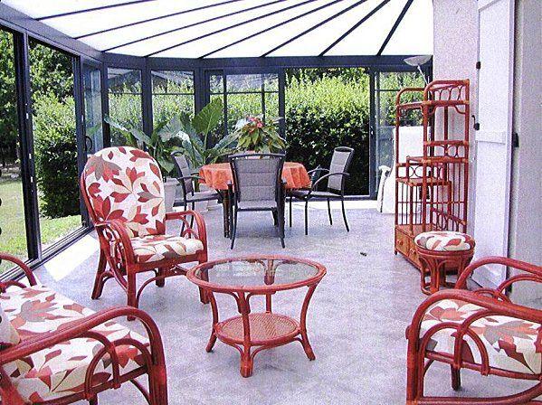 decoration d'interieur classique utilisant des meubles en osier et rotin.univers poétique ,chaleureux et humain,ces espaces a vivre sont d'une grande convivialité .Propice à la détente,confortables et sereins ,ils supportent la personnalité deco