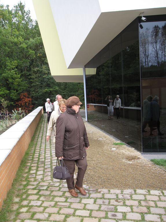 Le 16/10/2010 nous avons organisé une sortie au musée Hergé à Louvain-La-Neuve. Franc succès 44 personnes. Bonne ambiance. Photos des visiteurs venus en train.