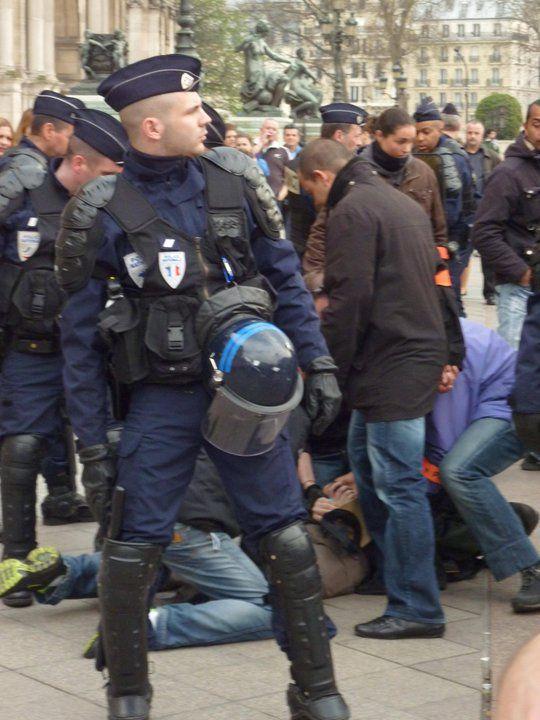 Il s'agit donc en effet de mon arrestation qui s'est passée le jour où le mouvement K.L.F faisait sa manifestation devant l'Hôtel de Ville, le samedi 26 mars 2011. Je me suis fait arrêté car je n'ai pas voulu présenté ma carte d'identité, mai