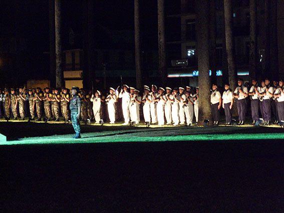 Les célébrations du 14 juillet se limitent, en Guyane, à une cérémonie militaire et protocolaire. A Cayenne, la prise d'armes se fait place des palmistes, de nuit. La qualité (mauvaise) des photos s'en ressent... Photos (c) Brittia Guiriec