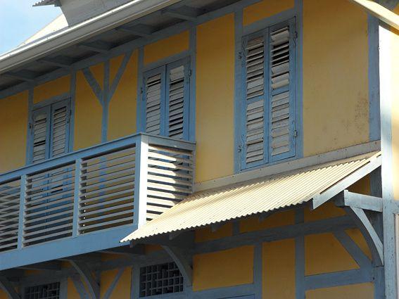 Comme son nom l'indique, album consacré aux maisons créoles et à leur architecture. Sélection personnelle fondée sur l'esthétique des bâtiments. Revenez voir la suite ! Photos (c) Brittia Guiriec