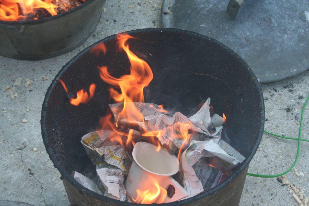 Etape par étape, la réalisation d'une cuisson RAKU.