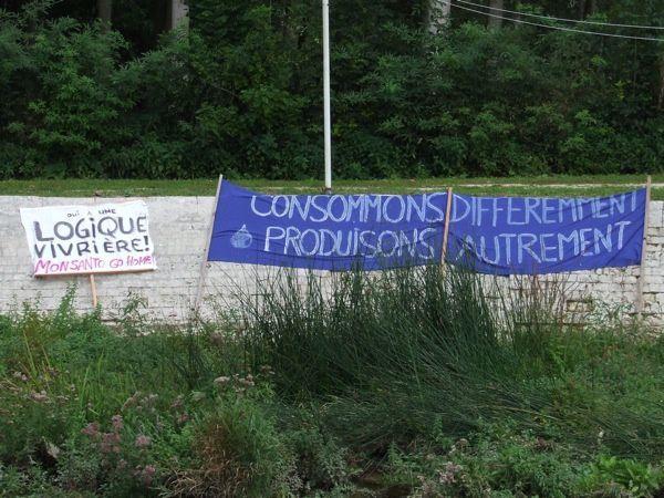 Écologistes, pêcheurs et agriculteurs bio se sont rassemblés samedi 24 septembre pour dénoncer la politique de l'irrigation et prôner d'autres méthodes de culture favorisant un meilleur partage de la ressource en eau.