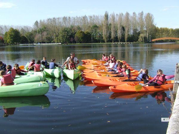 Du 17 au 21 octobre 2011, 24 écoliers de Bignay (17400) suivent un stage de canoë-kayak au plan d'eau de Saint-Jean-d'Angély (Charente-Maritime)
