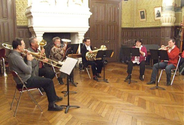Les élèves de l'école municipale de musique de Saint-Jean-d'Angély en audition de piano. Et les professeurs de cuivres se produisent aussi.