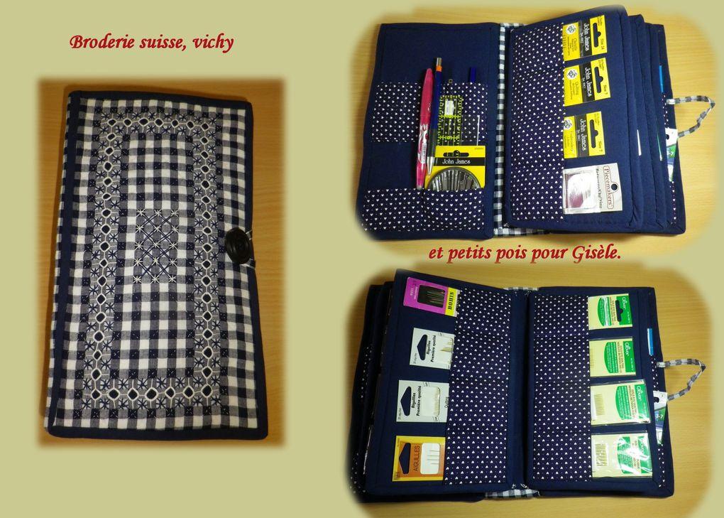 D'après une création originale de Monique GABILLON, un  bel outil pratique pour ranger nos aiguilles et petit matériel de couture.