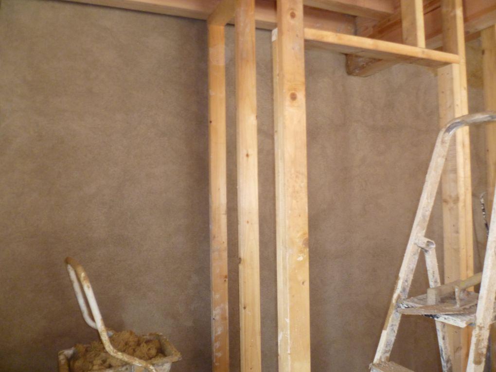 Les chantiers participatifs organisés et encadrés par Monique Cerro (voir son site:http://terre-pierre-et-chaux.fr/)