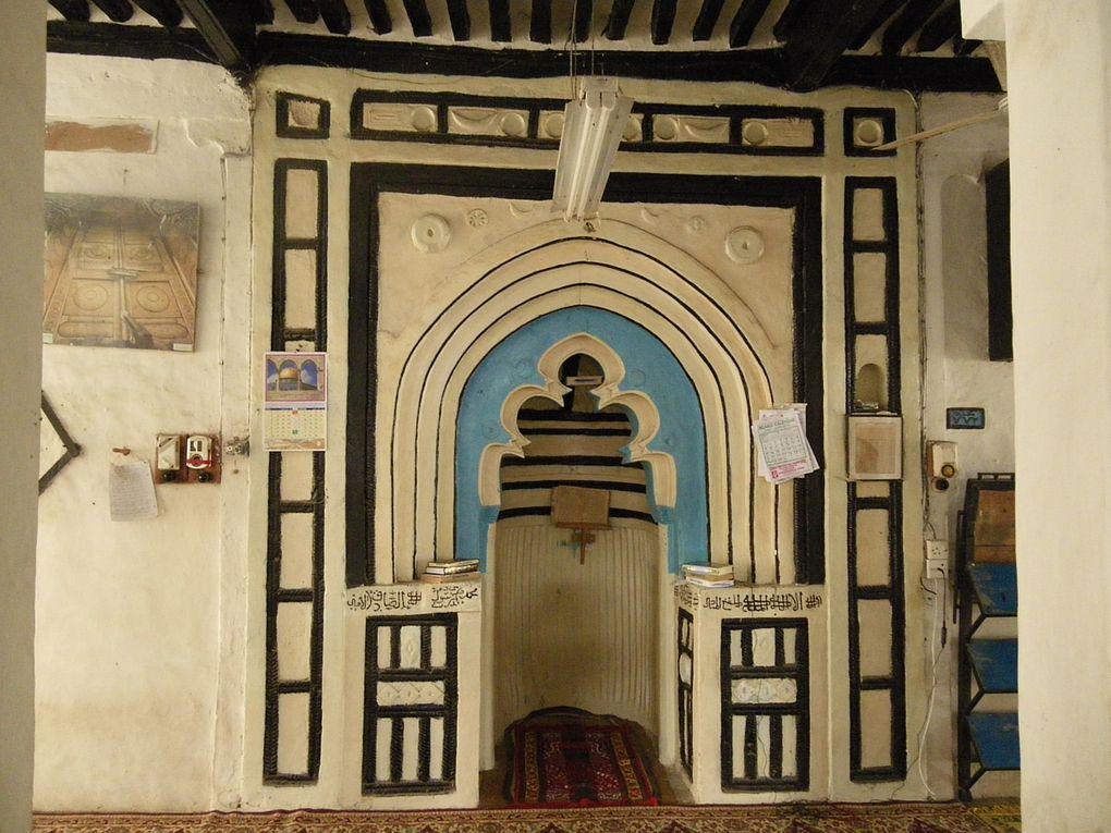 Merci à Jean-Philippe Brandon pour ces images prises à Lamu et Paté (Kenya). Il existait au XVIe siècle des liens culturels forts entre les sultanats de l'archipel de Lamu et ceux des Comores.