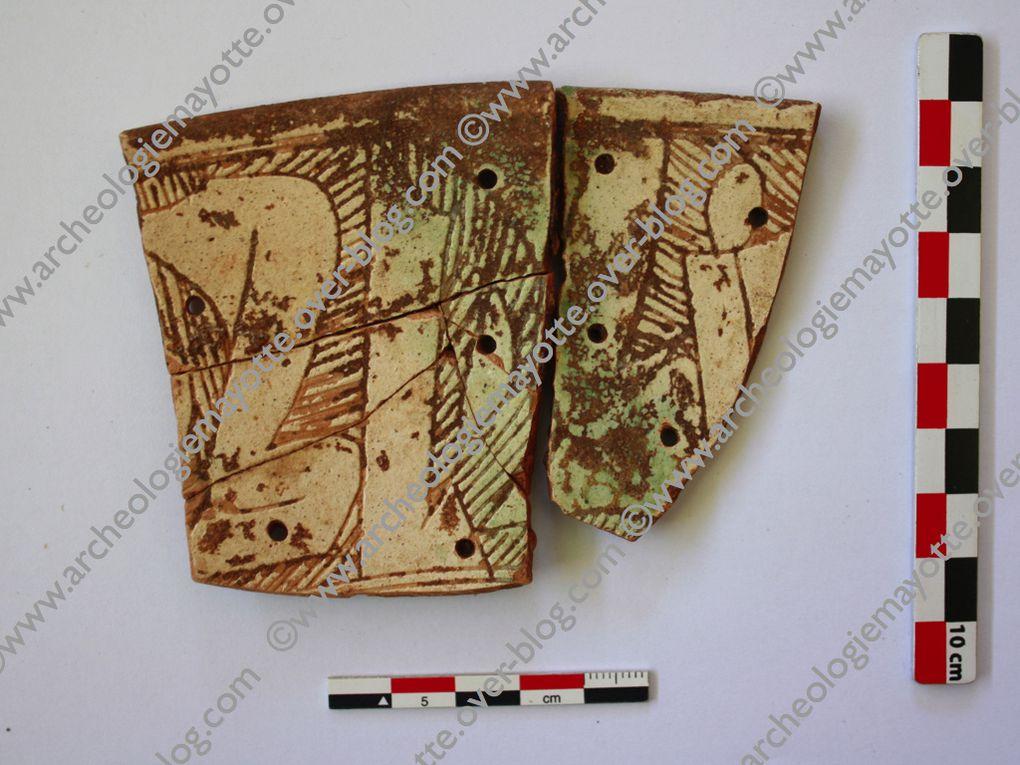 Un petit aperçu des collections de la réserve archéologique de la MAPAT à Dzaoudzi, en attendant le futur musée de Mayotte. Objets provenant du site archéologique de Dembeni (IXe-XIIe siècles)