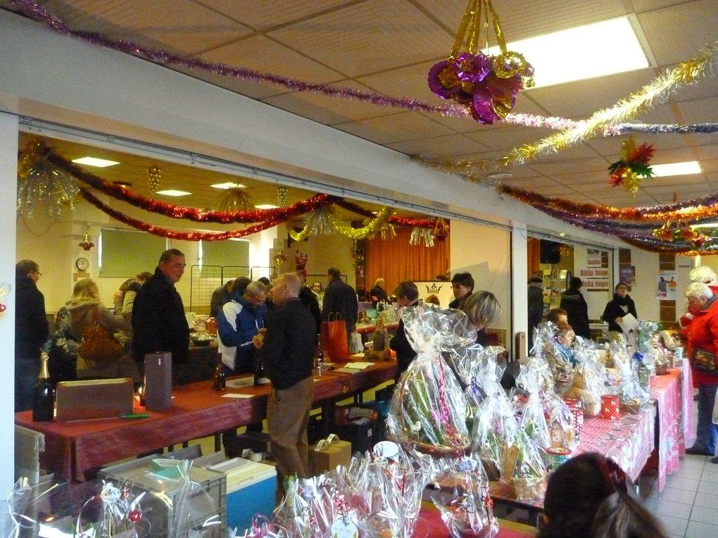 Le marché campagnard de Combles a lieu le 1er dimanche de chaque mois, le président est Mr Jean-Marie Flory.C'est l'occasion, en venant acheter les produits de notre terroir, de se rencontrer et de discuter.
