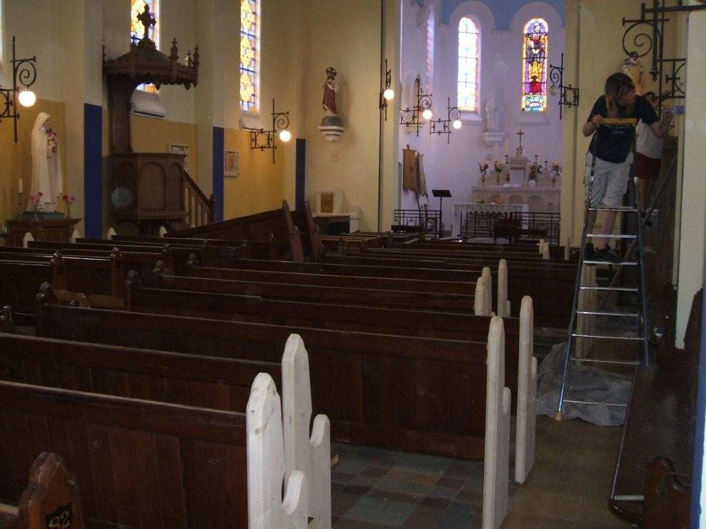 Rénovation de l'Eglise de Guillemont de 2004 à 2008.Les travaux ont été en partie entrepris avec la participation des habitants du village.6 décembre 2007 : L'Abbé Nicolas a aidé les enfants à créer les phrases qui ont été peintes dans l