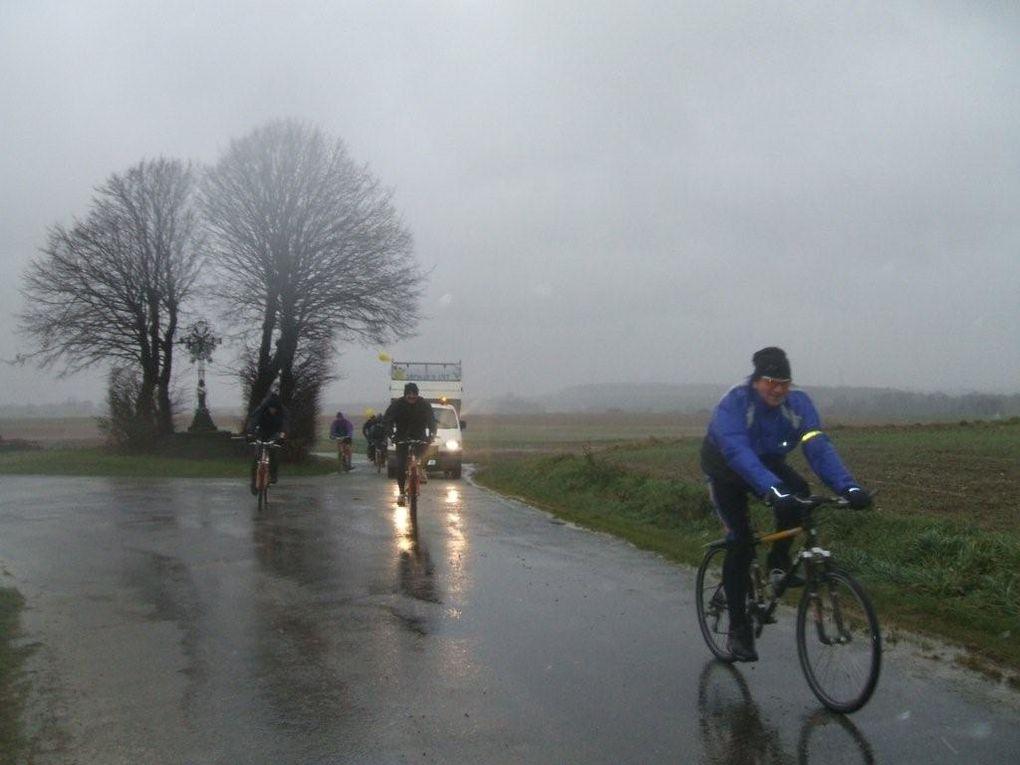 La marche démarre de Combles, direction Lesboeufs et Montauban de Picardie pour arriver à Hardecourt aux bois.