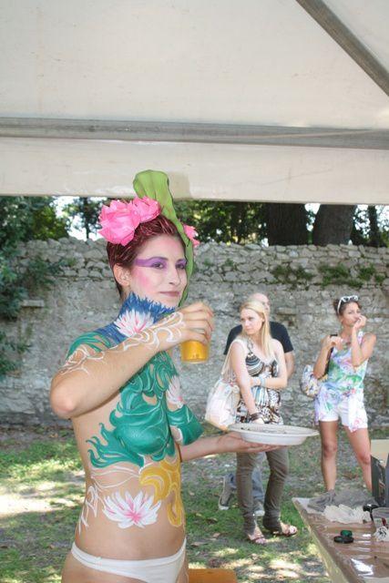 Un lago di colori, di forme artistiche e di fantasia ha preso forma su corpi dipinti di modelle e modelli da bodypainter giunti da più parti d'Italia. Bardolino ha accolto con il pubblico delle grandi occasioni, attirato dalle straordinarie perfo
