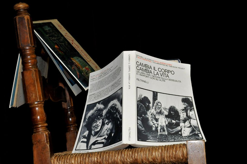 Un teatro al completo, per ascoltare poesie che parlano d'amore con  ospite d'onore lo scrittore e capo della squadra mobile della questura di Verona: Gianpaolo Trevisi.