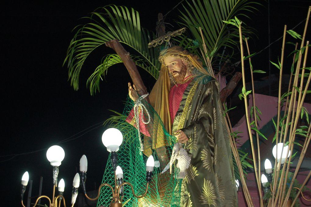 Messe du mercredi pendant la semaine sainte. Procession dans la ville.