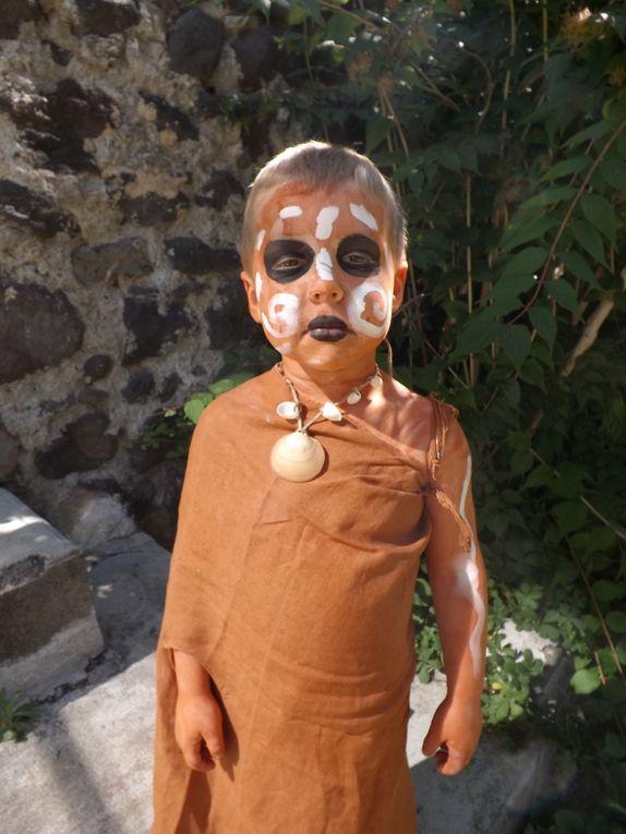"""Création d'un spectacle sur l'homo sapiens d'après l'oeuvre de """"Somaléké""""dans le cadre d'une classe découverte avec des enfants et des enseignants très ouverts et très réceptifs au projet."""