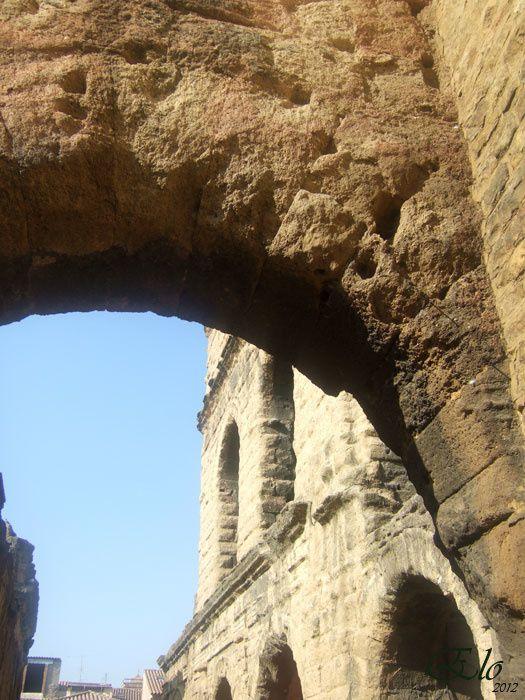Théatre antique, arc de triomphe et rues...