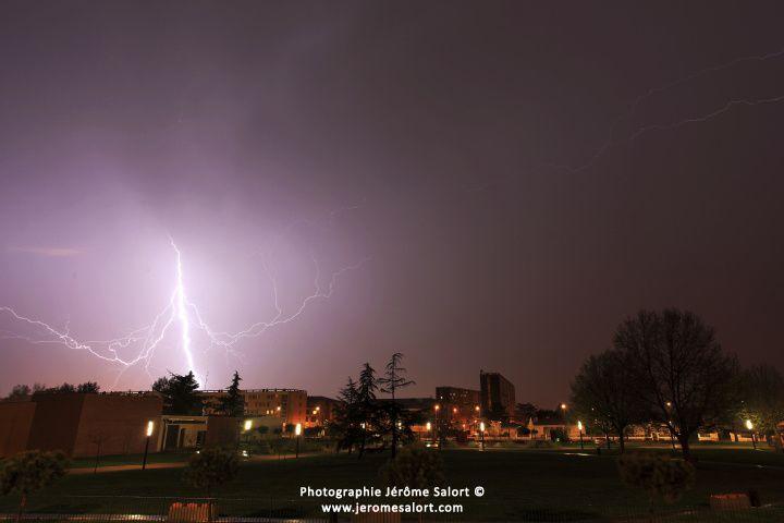 Photos d'orages et de foudre prises à Muret au Parc DALAYRAC..