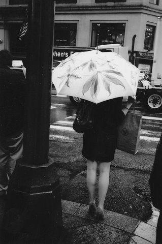 Photographe Sociologue,travail surtout le noir/blanc, prises de vues et tirages argentiques sur les faits de sociétés.