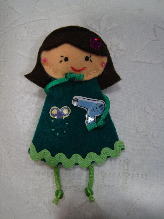 muñecas realizadas con fieltro y personalizadas