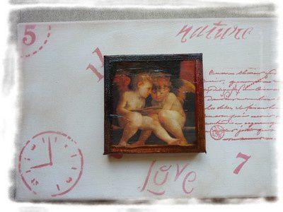 Toile enduite de pate structurante. Inclusion d'une carte postale. Ajout de plumes et de petits embellissements papillons. Peinture acrylique.