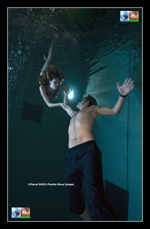 22 pages de mode sous-marine dans Soon International. Une série de photos sous-marines signées Pascal Baril Planète Bleue Images
