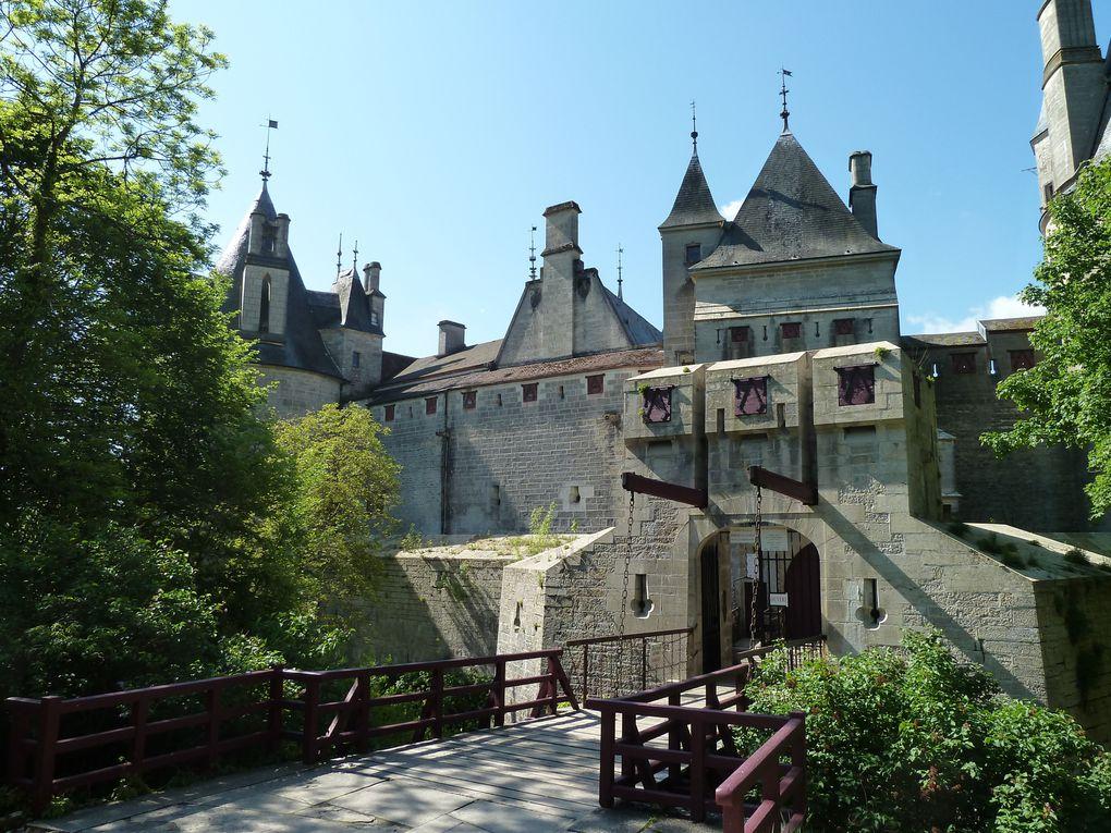 Terre de savoir-faire,d'art de vivre ,généreuse mais fière, la Bourgogne ne se visite pas:elle se déguste comme ses vins (Reproduction photos interdite ).