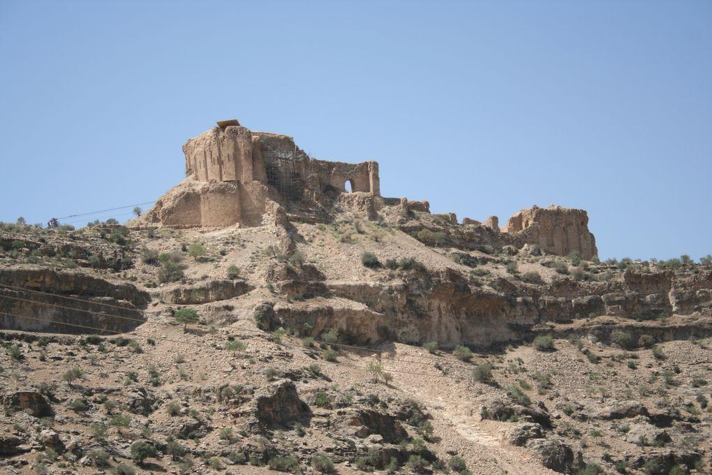 A 10 km de Firuzabad, l'impressionnante forteresse de Qal'eh-ye Dokhtar fut construite par Ardashir Ier (224-241). Photographies : Patrick Ringgenberg.