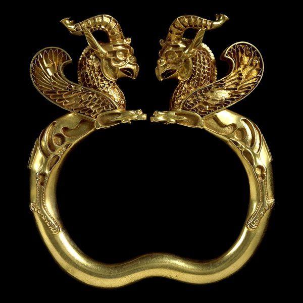 Découvert en Asie centrale, le Trésor de l'Oxus est la plus importante collection d'objets achéménides, datés du Ve-IVe siècle avant J.-C. Source des photographies : British Museum (droits réservés).