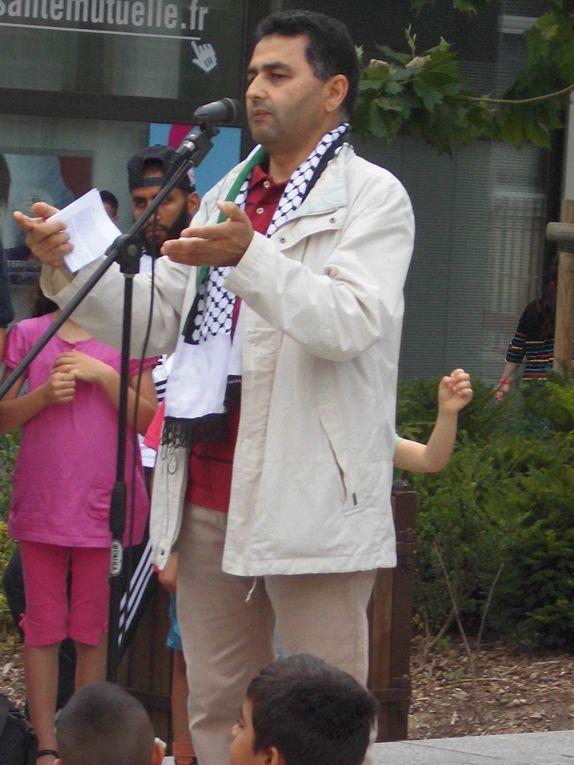 Rassemblement pour la Paix et le respect du droit international devant l'Hôtel de Ville de Mantes la Jolie
