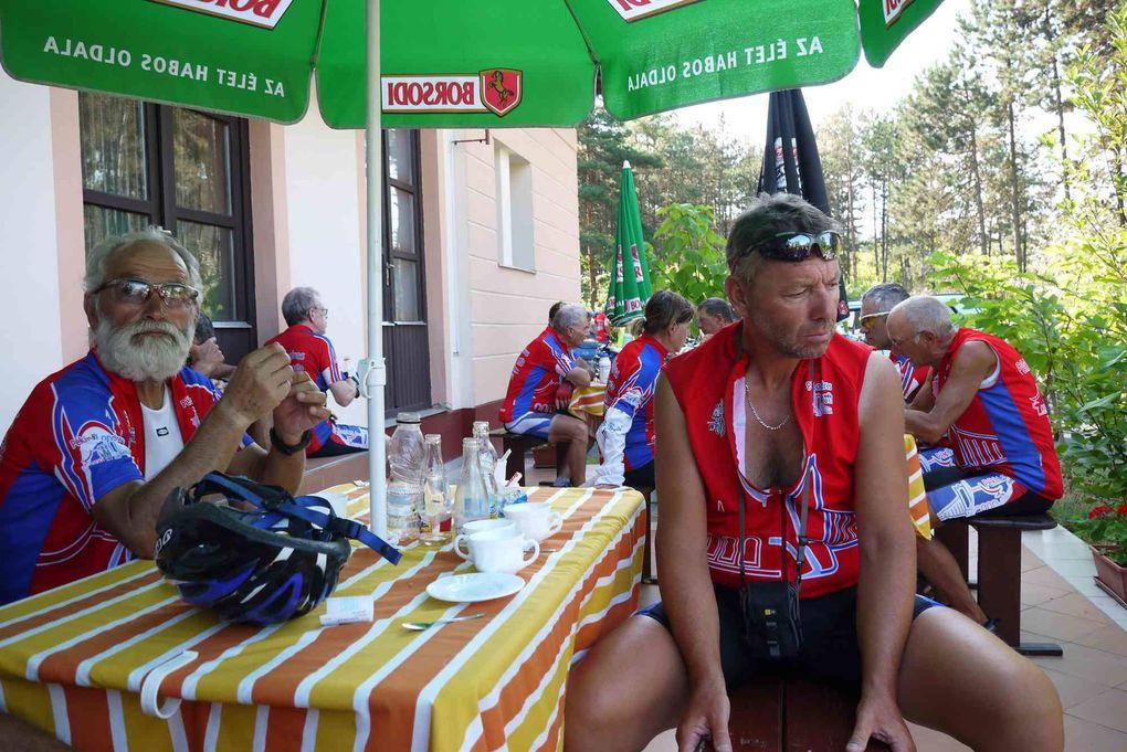 Photos prises en France au cours de l'expédition vélo Pékin Paris Londres 2012 en longeant sur une partie du parcours le Danube (Eurovélo 6) avec étapes à Szeged, Baja, lac Balatonnalmadi et Sarvar.