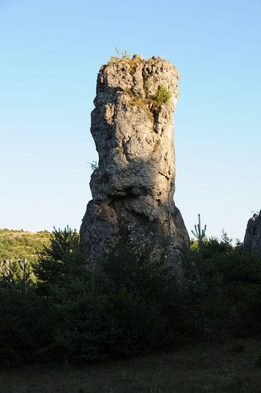 À la limite des Causses et des Cévennes, vers le col de la Barrière du Capelier où les deux géologies se rencontrent...