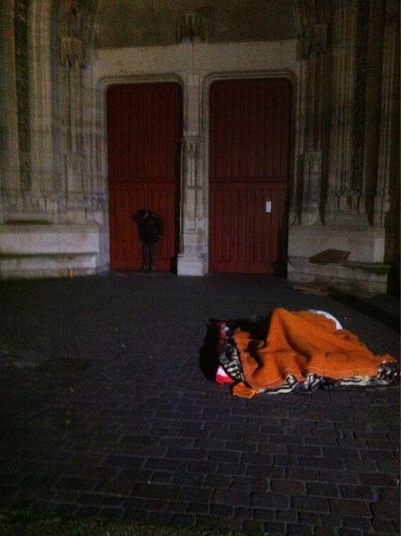 Occupation de la cathédrale St Etienne pour manifester contre la fermeture des foyers d accueil de grands précaires