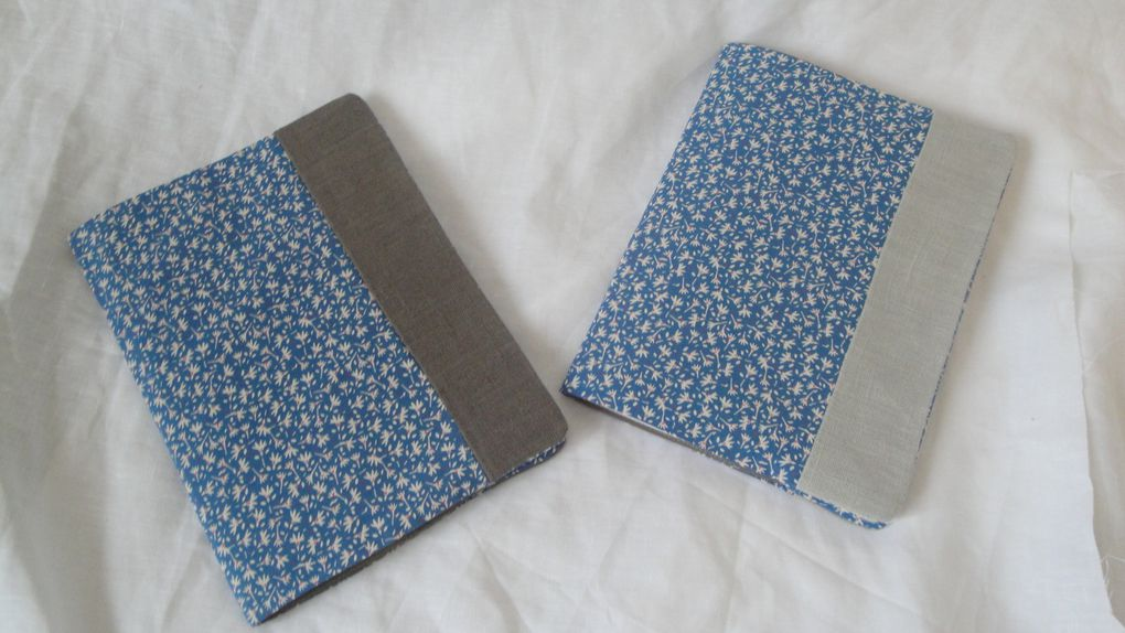 La rentrée 2012 de l'Atelier du Possible sera studieuse, bien sûr, mais colorée et durable ! Protège-cahiers lin et liberty, vichy, rayures bayadère : il y en a pour tous et toutes !