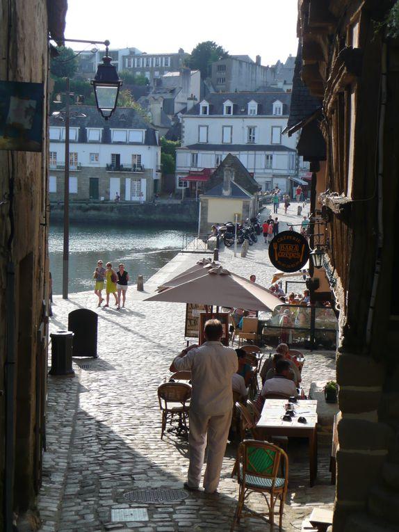 Le Morbihan (juillet 2013) en passant par Carnac et ses mégalithes&#x3B; Erdeven&#x3B; Le petit port de St Cado&#x3B; la visite du Golfe en bateau&#x3B; Vannes et ses habitations du moyen-âge ...Une bonne cure d'air marin et la découverte de lieux hauts en énergie.