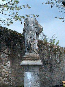 Haut lieu d'énergie spirituelle datant des Romains (baptisphère avec source sacrée)et du moyen âge (ruine du chateau de Tournon). Parc d'un ancien couvent dont le belvédère domine la vallée du rhône . Un lieu pour se ressourcer
