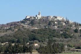 """En Drôme Provençale près de la Garde-Adhémar.""""Le Val des Nymphes"""" est enveloppé de mystères&#x3B; l'eau purificatrice jailli de la roche&#x3B; le site est entouré d'un bois de chênes et de cerisiers.On y trouve des bassins druidiques où l'eau est cana"""