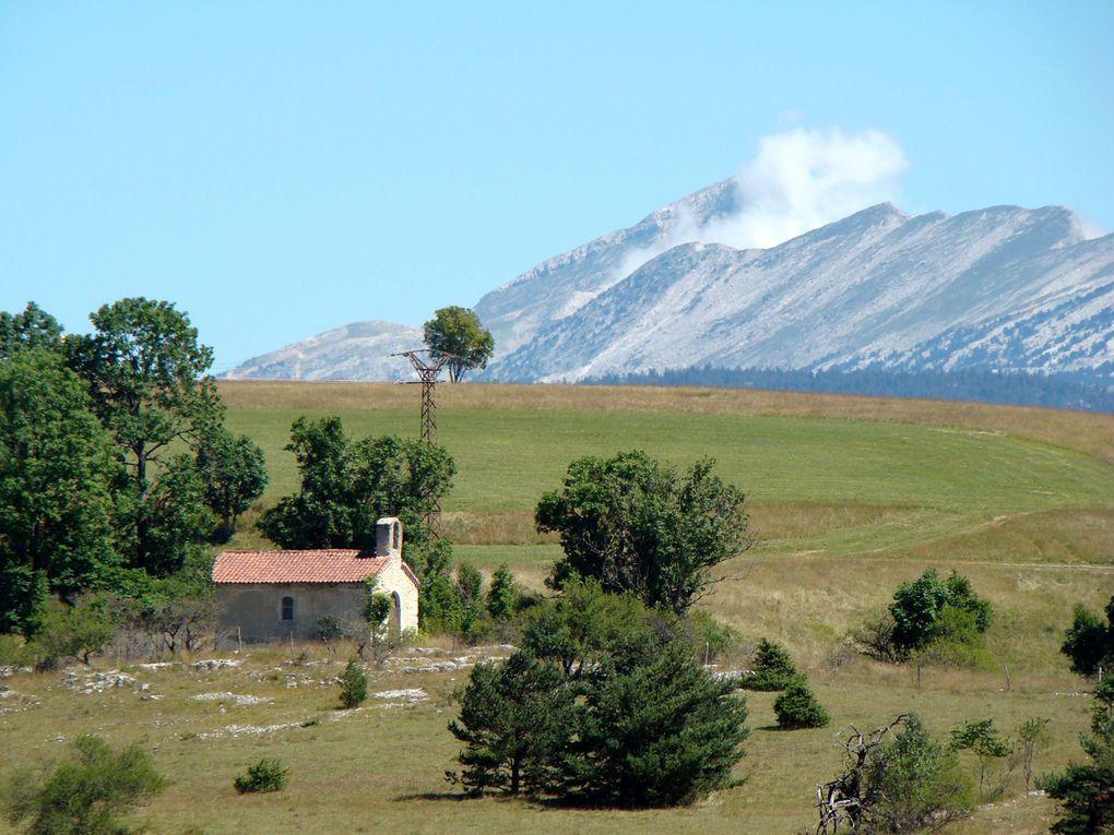 Voyage dans la palette des couleurs d'un département trop peu connu, la Drôme.Aux portes de la Provence, au coeur de la Région Rhône Alpes