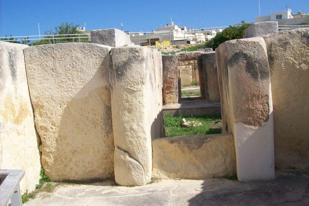 La côte sud, c'est la partie sauvage de Malte ! Ses grottes marines, ses temples néolithiques, ses ports aux barques de pêche colorées … possèdent un charme authentique.