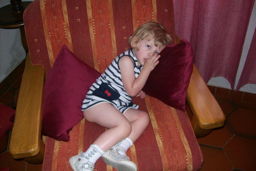 """Cet album contient les photos de Lucile, """"ma petite boule d'amour"""" de sa naissance, le 22 décembre 2008, à aujourd'hui."""