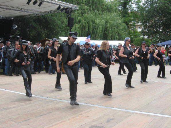 MURET à coté de Toulouse, un des Festivals Entièrement Gratuit ( 7 Concerts sur 3 Jours ) et ils sont super bien entraîné.Chaque Année on se régale !A Voir !